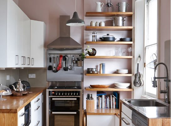 Küçük mutfak ile ne yapacağım diye üzülmenize gerek yok, uygulayabileceğiniz bazı pratik fikirler ile hem kullanışlı hem de şık bir mutfak sahibi olabilmeniz mümkün.