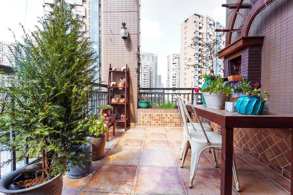 Barbekülü balkon dekorasyonu