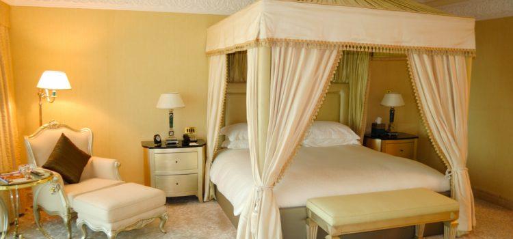 Yatak Odası Dekorasyonu Ve Aydınlatma